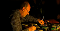 La petite chaîne des liens vidéos n°10- Keith Rowe, tabletop electric guitar