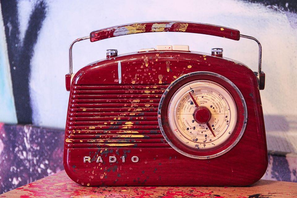 ILS VONT TUER LA RADIO !