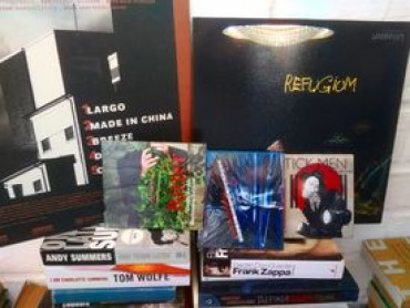 MUSIC FOR REVIEW SERVICES,: ATTACHE DE PRESSE INTERNATIONAL POUR LES SORTIES D'ALBUMS